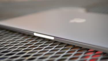 Apple M1 MacBook Pro 13in front edge