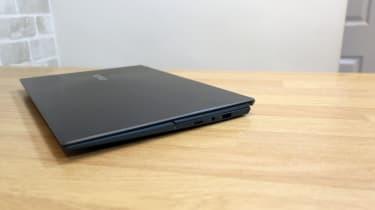 Asus ZenBook Duo 14 UX482 closed