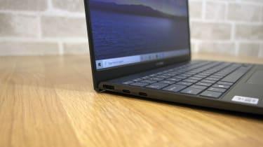 Asus ZenBook 14 UX425J left ports