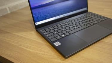 Asus ZenBook 14 UX425J keyboard