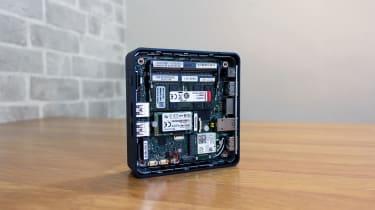 Intel NUC 11 Pro internal hardware