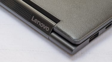 A closeup of the hinge of the Lenovo Yoga 9i 14in (Shadow Black)