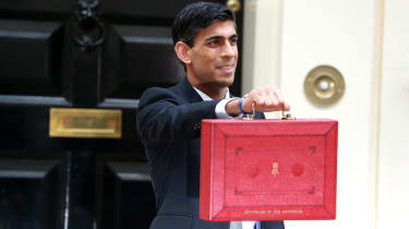 Rishi Sunak with the red budget brief case