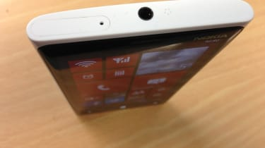 Nokia Lumia 920 - Thickness