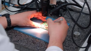 Removing memory chips from a SSD with the aid of a microscope