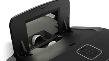 The pop-up mirror and the sunken lens of the Acer U5200