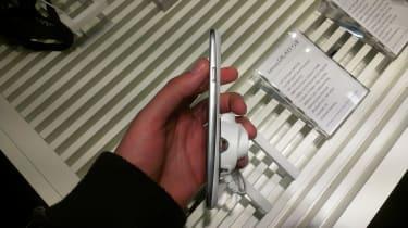 Samsung Galaxy S III - Side on