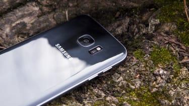 Samsung Galaxy S7 camera housing
