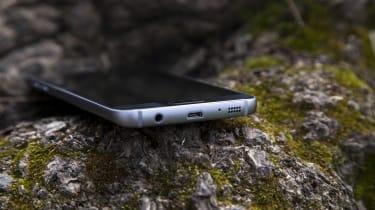 Samsung Galaxy S7 MicroUSB charging port