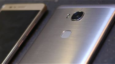 The front and back of an Honor smartphone