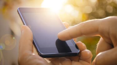 A mobile phone in somebody's hand