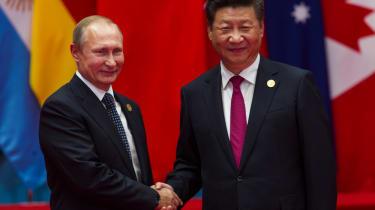 Putin and Xi shake hands
